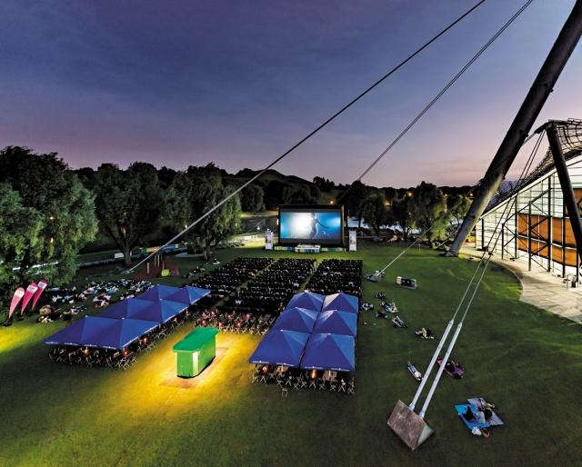 Cinema ao ar livre em Munique. Foto por: Kino am Olympiasee