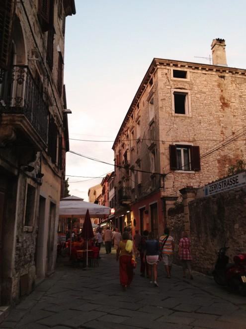 Uma rua no centro de Pula