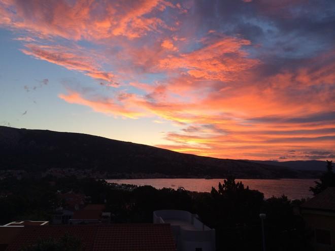 Nascer do sol em Baska, Ilha Krk