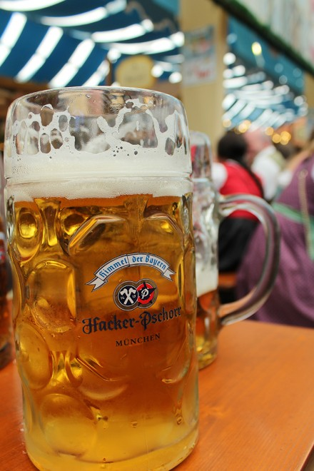 Copo de cerveja na Oktoberfest