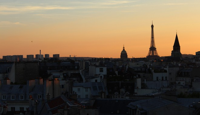 Vista do 43 up on the roof, Paris