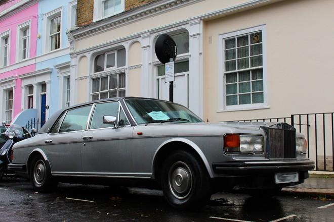 Um antigo Rolls-Royce à venda