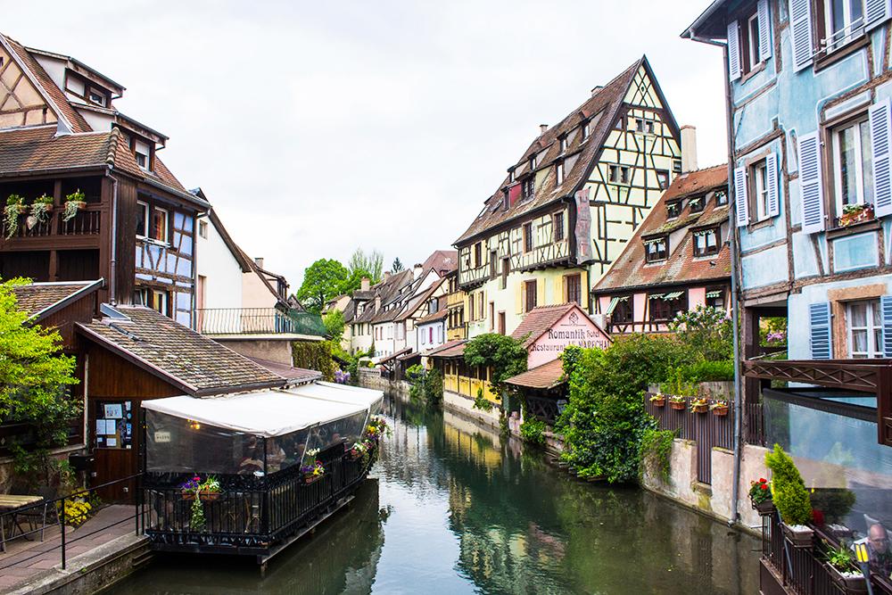 6 vilas direto dos contos de fadas que valem a pena visitar na Alsácia